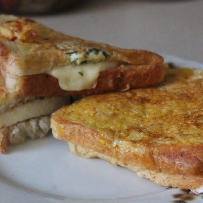 Сэндвичи с моцареллой к завтраку - рецепт с фото