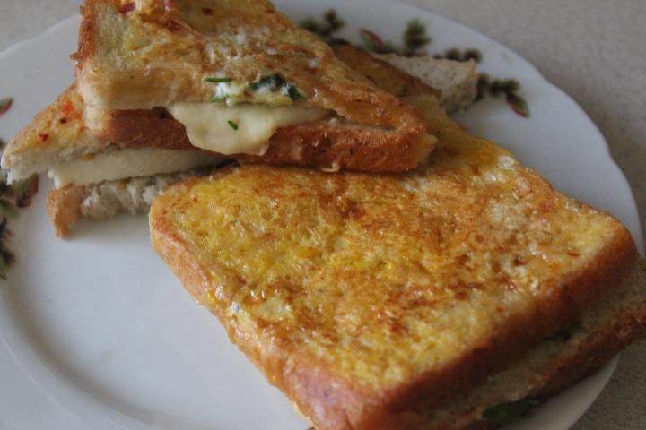 Фото рецепта - Сэндвичи с моцареллой к завтраку - шаг 7