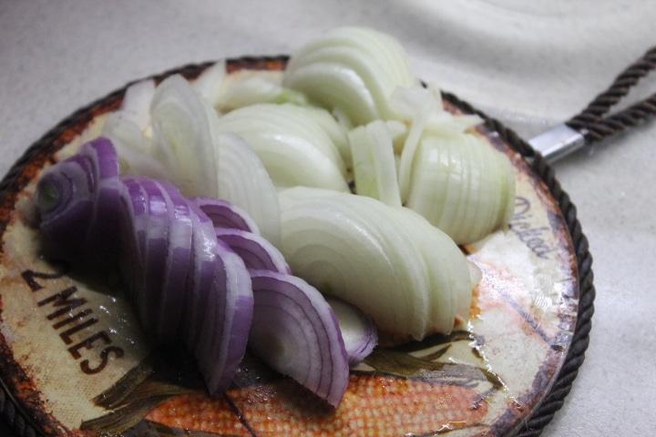 Фото рецепта - Маринованный морской окунь с луком и пряностями в малосольном маринаде - шаг 2