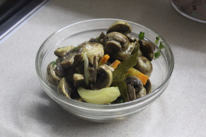 Фото рецепта - Маринованные грибы по-итальянски - шаг 6