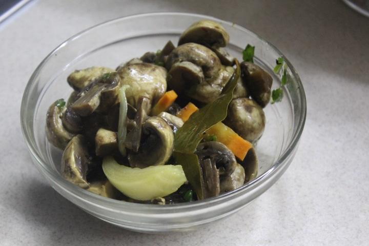 Фото рецепта - Маринованные грибы по-итальянски - шаг 5