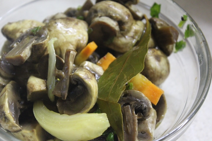 Маринованные грибы по-итальянски
