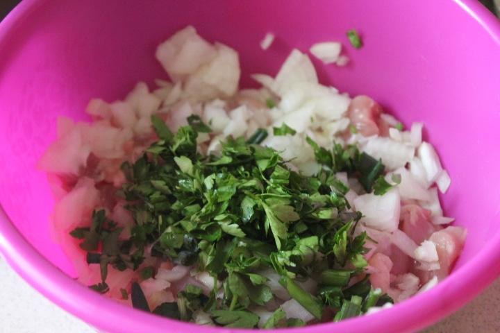 Фото рецепта - Рубленые котлеты с зеленью и луком - шаг 3