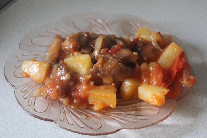 Фото рецепта - Курица в кисло-сладком соусе с ананасами и овощами - шаг 6