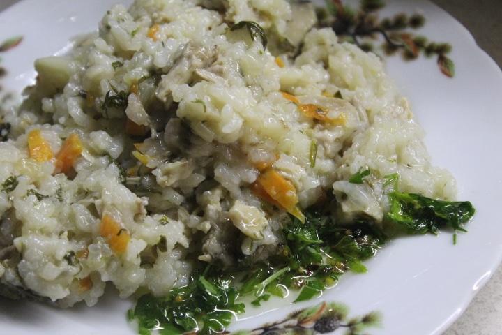 Рис с овощами и курицей в духовке (в горшочке)