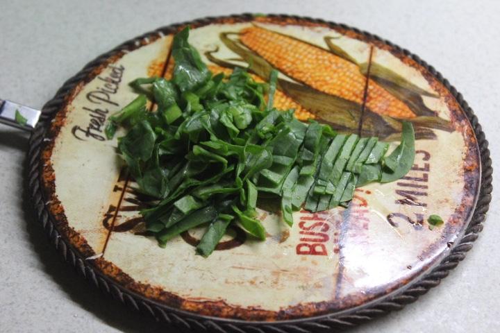 Фото рецепта - Зеленый соус с орешками - шаг 2