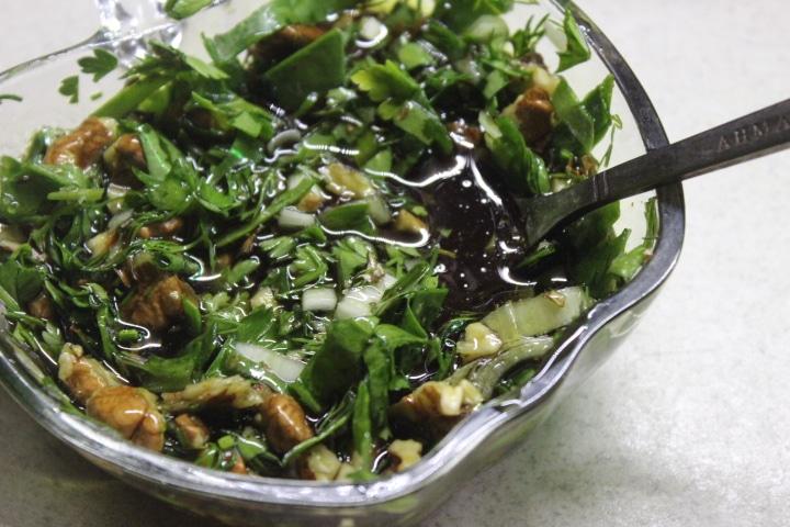 Фото рецепта - Зеленый соус с орешками - шаг 7