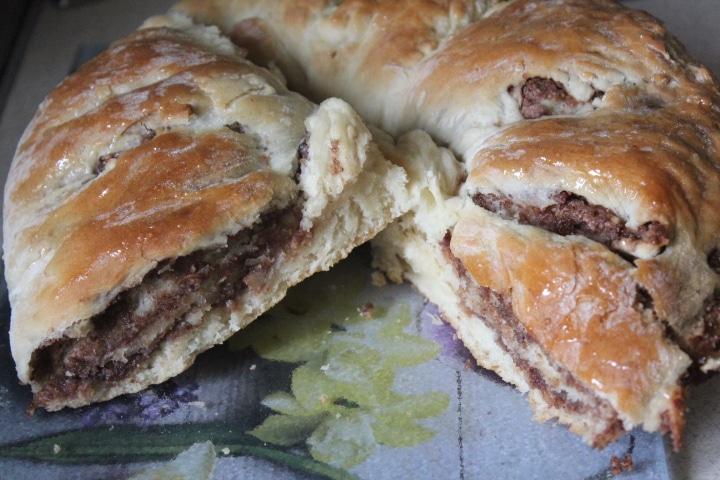Фото рецепта - Дрожжевая булочка с орехами и какао - шаг 9