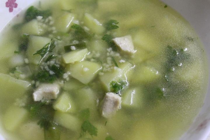 Фото рецепта - Нежный сливочный суп с кускусом и грудкой - шаг 6