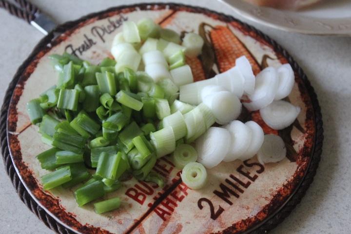 Фото рецепта - Рис с курицей, шпинатом и грибами - шаг 1
