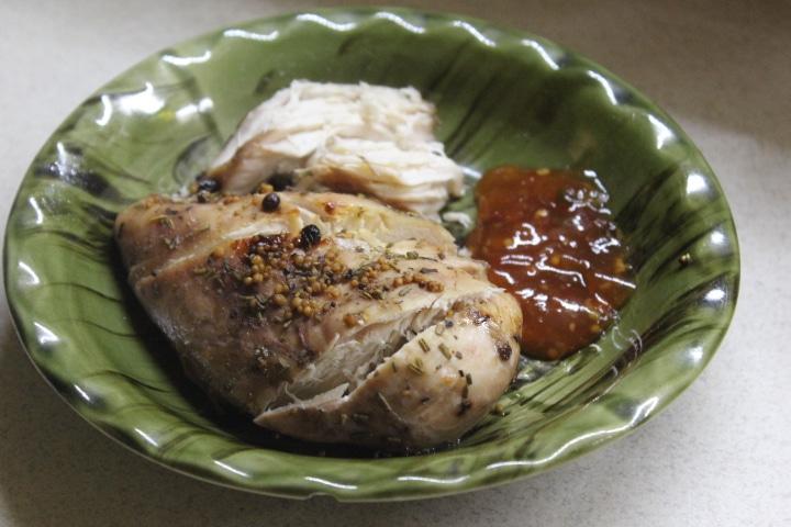 Фото рецепта - Куриная грудка в винном маринаде, запеченная в фольге - шаг 4