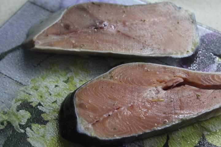 Фото рецепта - Стейк горбуши на гриле с лимонно-укропным маслом - шаг 1
