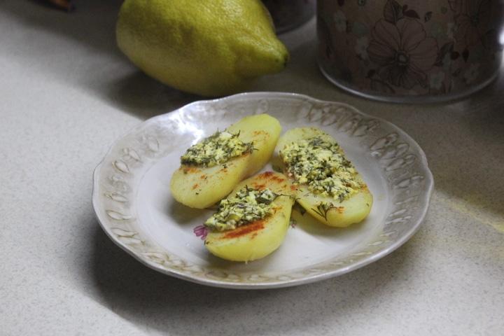 Фото рецепта - Картофель с творогом и зеленью в духовке - шаг 5