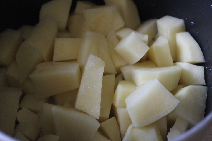 Фото рецепта - Картофельное пюре со шпинатом и зеленым луком - шаг 1