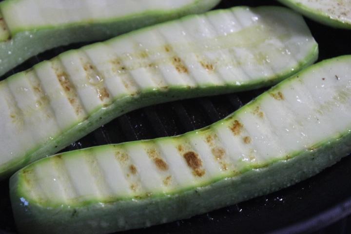 Фото рецепта - Кабачки-гриль с зеленым соусом - шаг 4