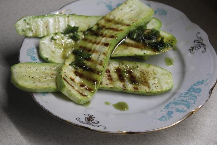 Фото рецепта - Кабачки-гриль с зеленым соусом - шаг 5