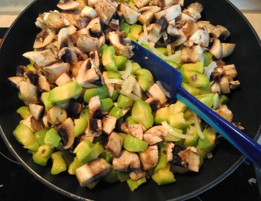 Фото рецепта - Постное рагу из кабачков и шампиньонов - шаг 5