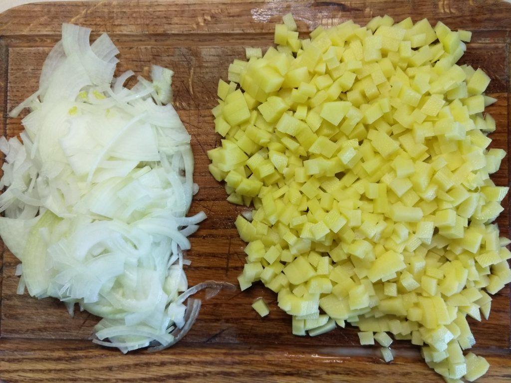 Фото рецепта - Суп из гороховой крупы и домашней колбасы - шаг 2
