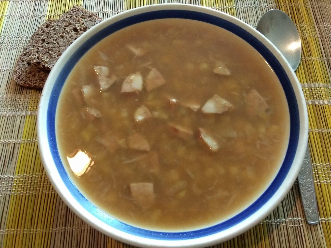 Суп из гороховой крупы и домашней колбасы