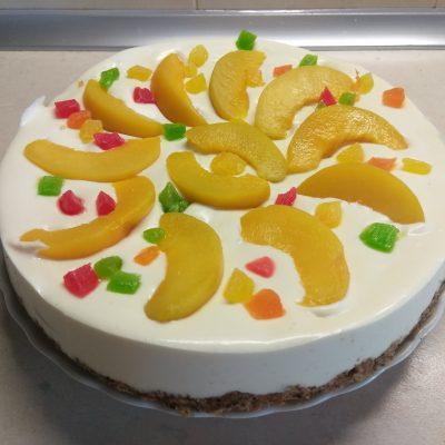 Фото рецепта - Творожный чизкейк без выпечки с консервированными персиками - шаг 8