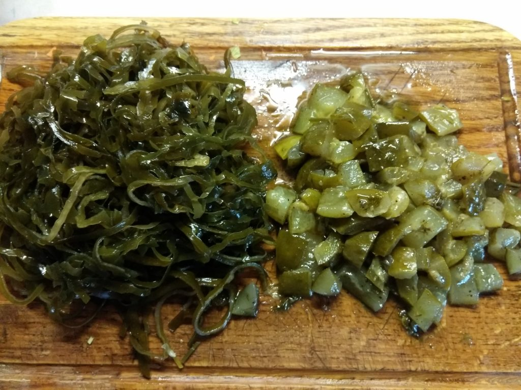 Фото рецепта - Картофельный суп с маринованными огурцами и морской капустой - шаг 3