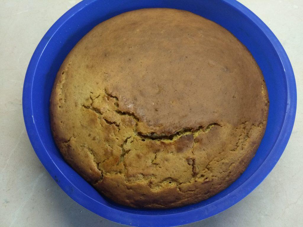Фото рецепта - Кекс на кефире с боярышником - шаг 5