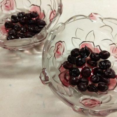Фото рецепта - Творожный десерт с черешней - шаг 1