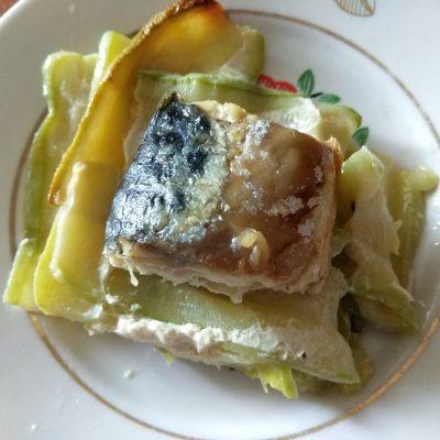 Скумбрия, запеченная с кабачками - рецепт с фото