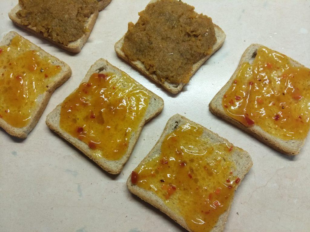 Фото рецепта - Горячие бутерброды с остатками мясного обеда - шаг 1
