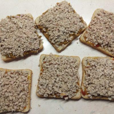 Фото рецепта - Горячие бутерброды с остатками мясного обеда - шаг 2