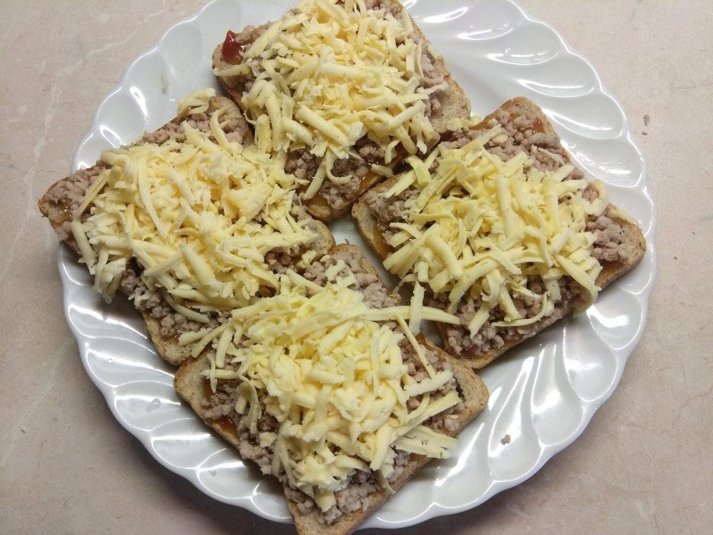 Фото рецепта - Горячие бутерброды с остатками мясного обеда - шаг 3
