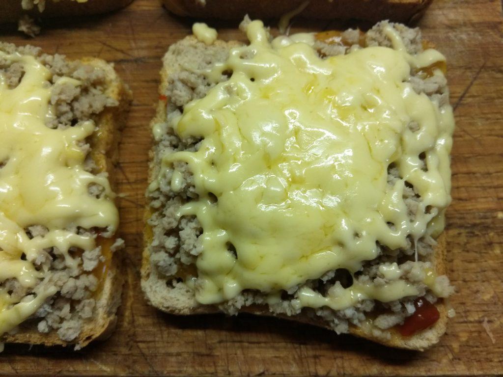 Фото рецепта - Горячие бутерброды с остатками мясного обеда - шаг 4