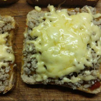 Горячие бутерброды с остатками мясного обеда - рецепт с фото