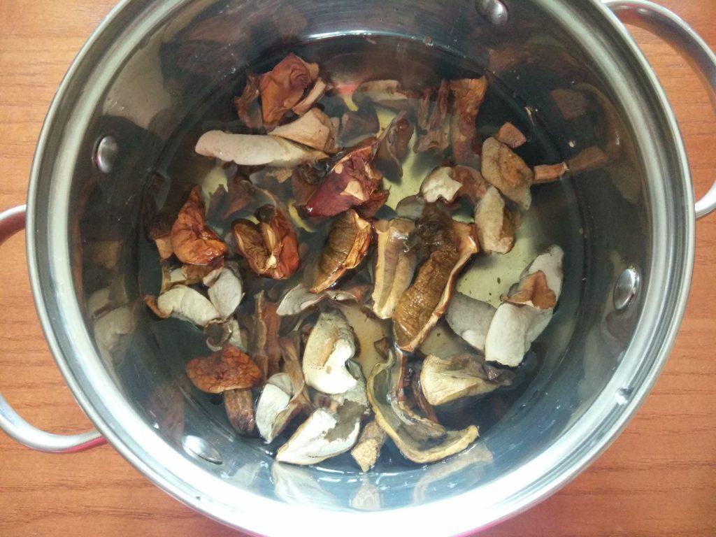 Фото рецепта - Крем-суп из лесных грибов - шаг 1