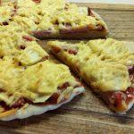 Пицца дрожжевая со свиным балыком и яблоком