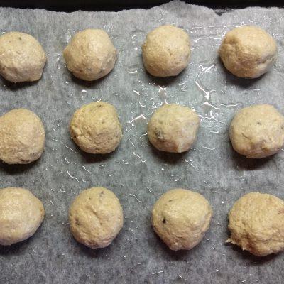 Фото рецепта - Овсяное печенье с изюмом - шаг 4
