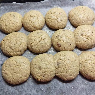 Фото рецепта - Овсяное печенье с изюмом - шаг 5