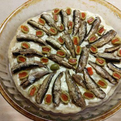 Фото рецепта - Пицца в прибалтийском стиле, со шпротами - шаг 4
