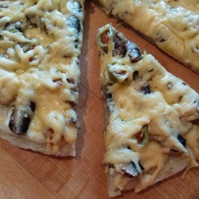 Фото рецепта - Пицца в прибалтийском стиле, со шпротами - шаг 5