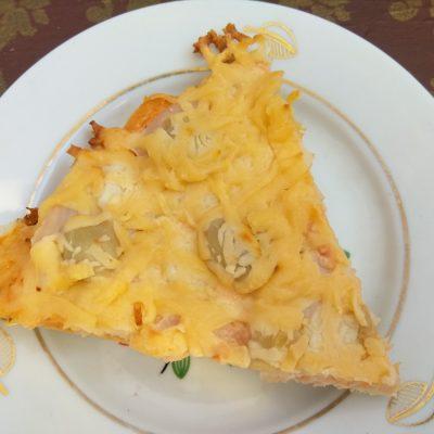 Фото рецепта - Дрожжевая пицца с индюшиной пастромой, шампиньонами и пармезаном - шаг 5