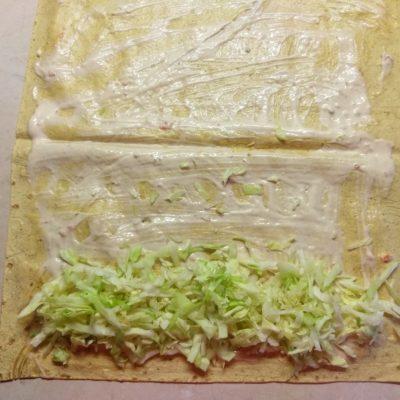 Фото рецепта - Шаурма с куриной грудинкой и голубым сыром - шаг 2