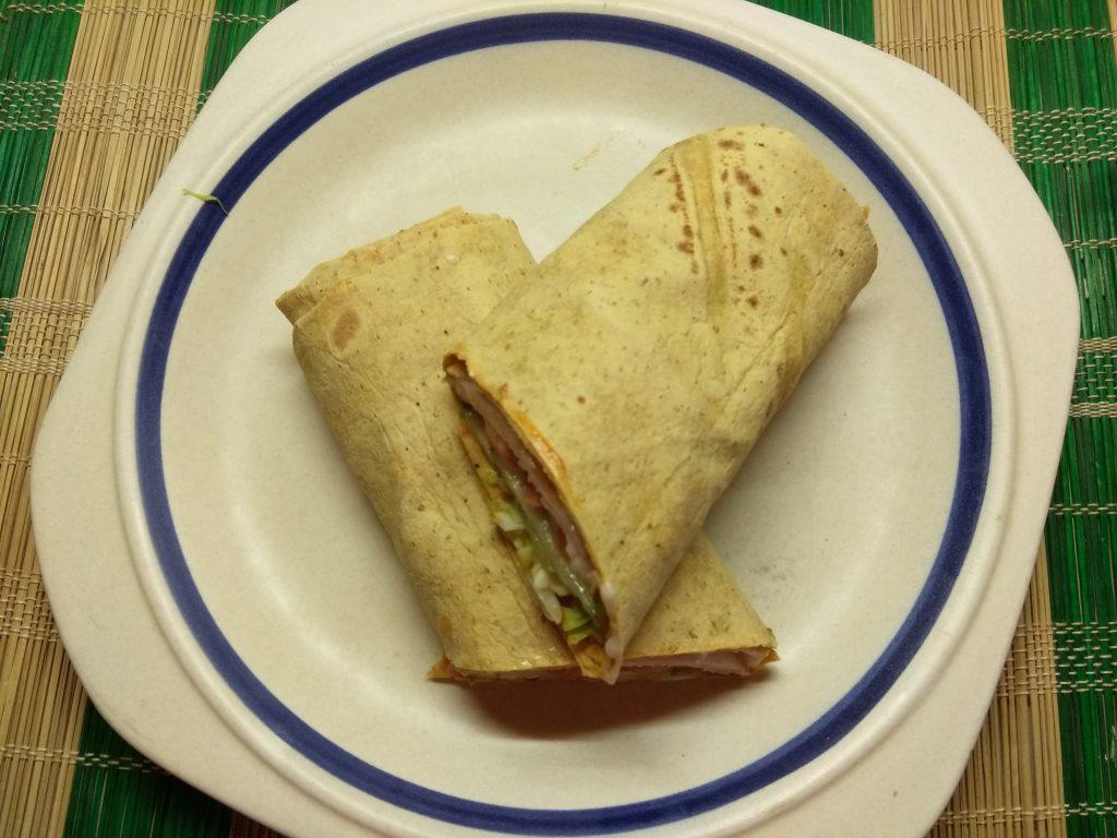 Фото рецепта - Шаурма с куриной грудинкой и голубым сыром - шаг 6