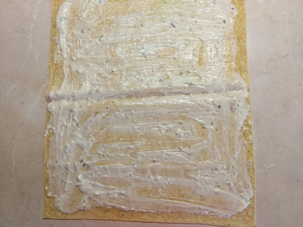 Фото рецепта - Шаурма с шпинатом, лососем и сыром асьяго - шаг 1