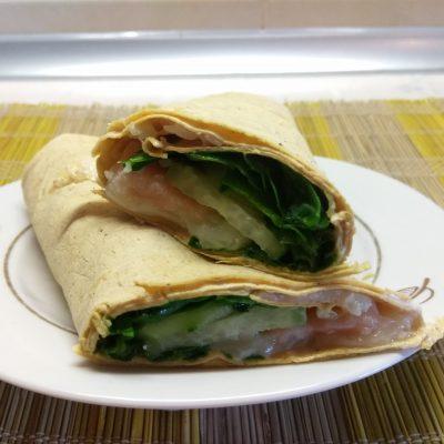 Шаурма с шпинатом, лососем и сыром асьяго - рецепт с фото