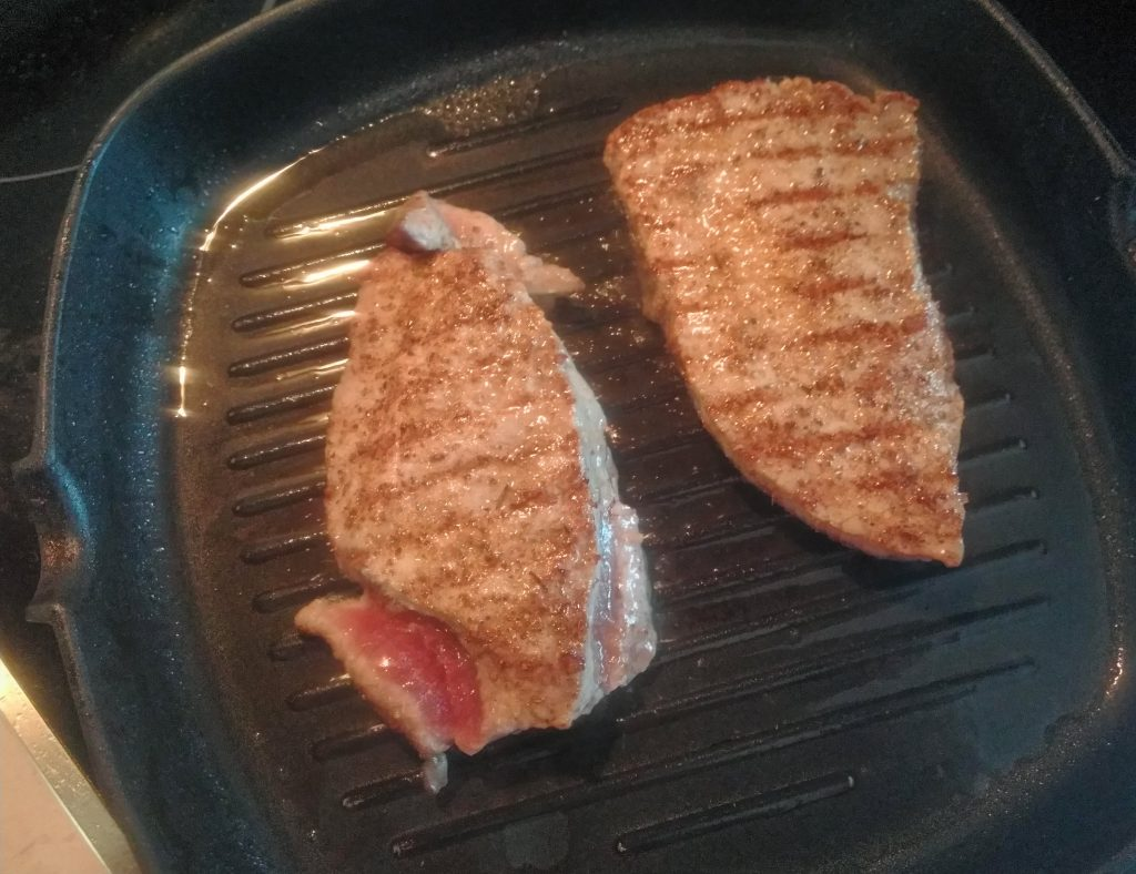 Фото рецепта - Свиные стейки под бальзамическим кремом - шаг 3