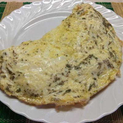 Омлет с куриным балыком под сырной шапкой - рецепт с фото
