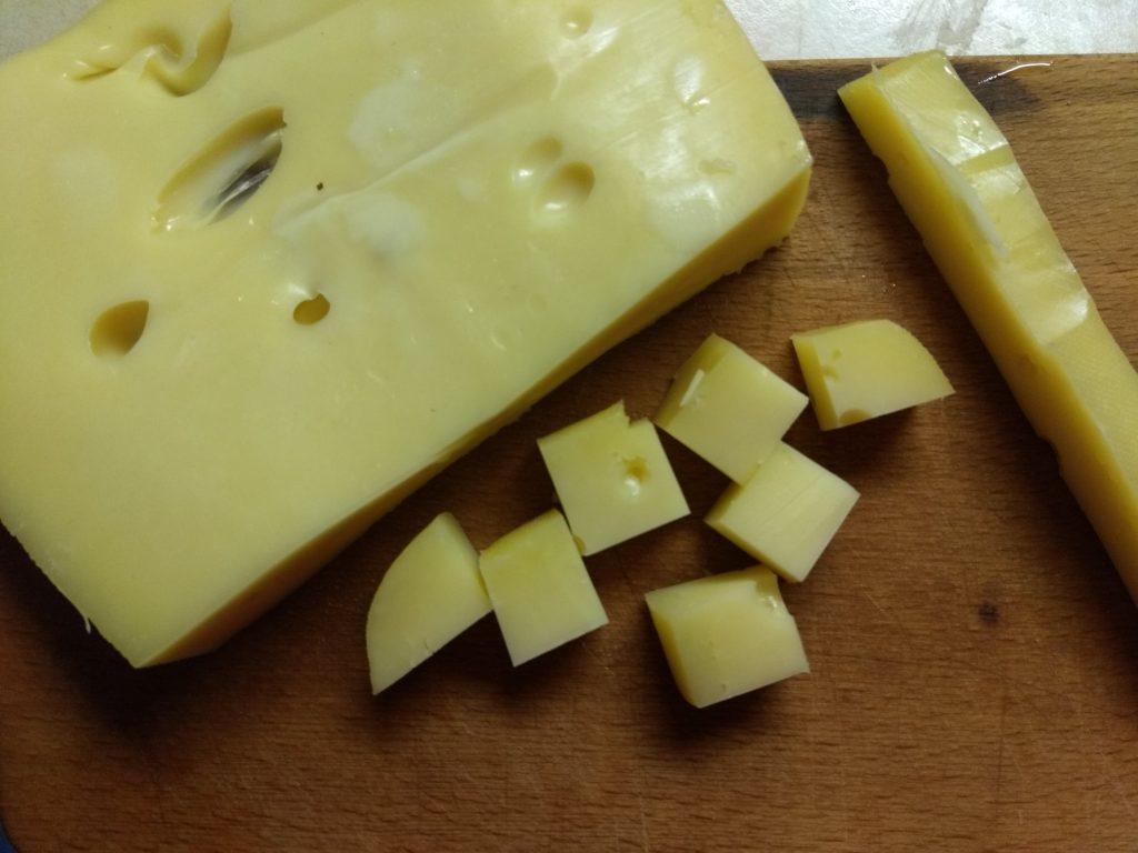 Фото рецепта - Свиные тефтели, фаршированные сыром - шаг 3