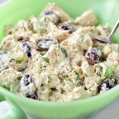 Куриный салат с сельдереем, грибами и виноградом - рецепт с фото