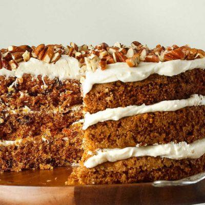 Морковно-ореховый торт на кефире с творожным кремом - рецепт с фото