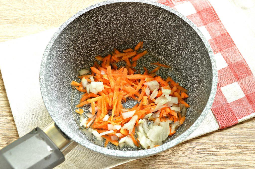 Фото рецепта - Перловая каша, тушенная с курицей - шаг 1